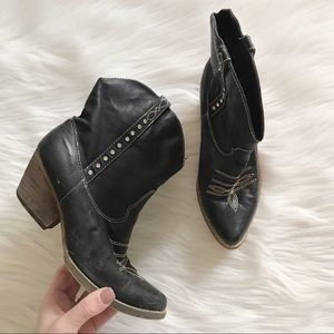 VERY VOLATILE Black Leather Western Cowgirl Boots